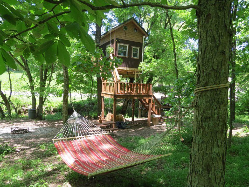 Relaxing Treehouse Getaway